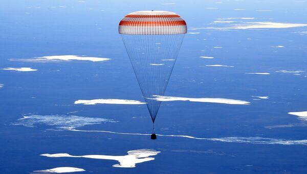 Спускаемый аппарат пилотируемого корабля Союз МС-02 совершил посадку в Казахстане