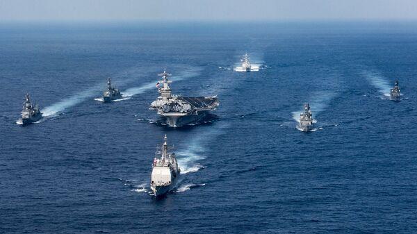 Ударная авианосная группировка ВМС США во главе с авианосцем Карл Винсон. 31 марта 2017