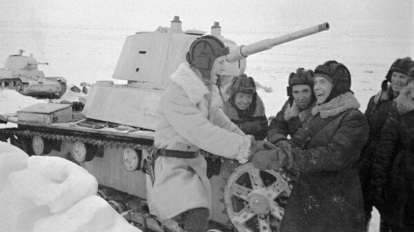 Танки Т-26 и танкисты взвода П. В. Печенина на полуострове Средний