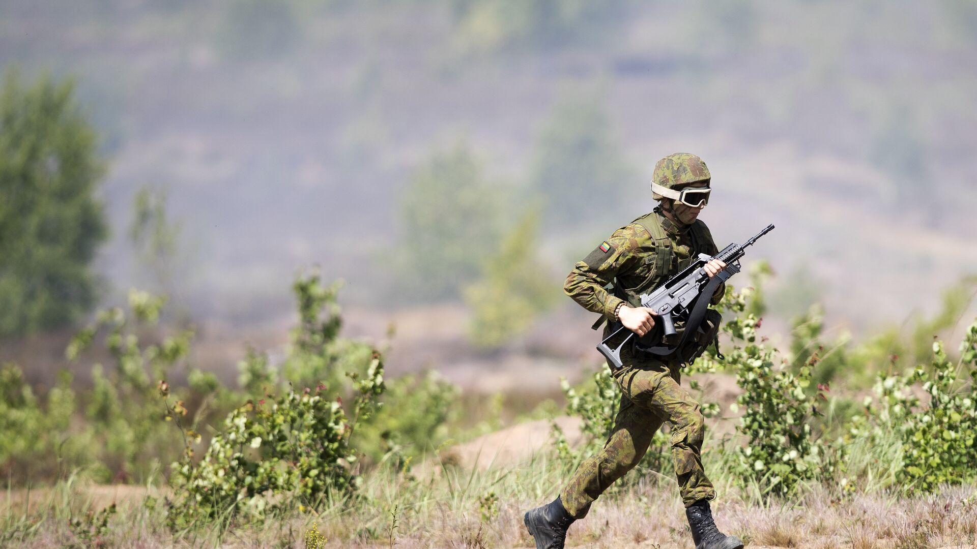 Военнослужащий литовской армии во время учений Железный волк – 2016. Июль 2016 года  - РИА Новости, 1920, 12.10.2021