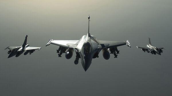 Французские самолеты Рафаль в небе над Сирией