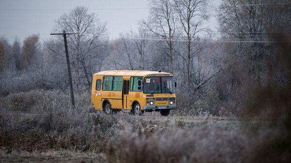 Школьный автобус в Омской области. Архивное фото