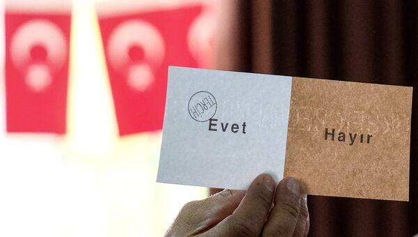 Подсчет голосов конституционного референдума в Анкаре. Архивное фото