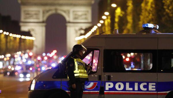 Ситуация на месте стрельбы на Елисейских полях в Париже