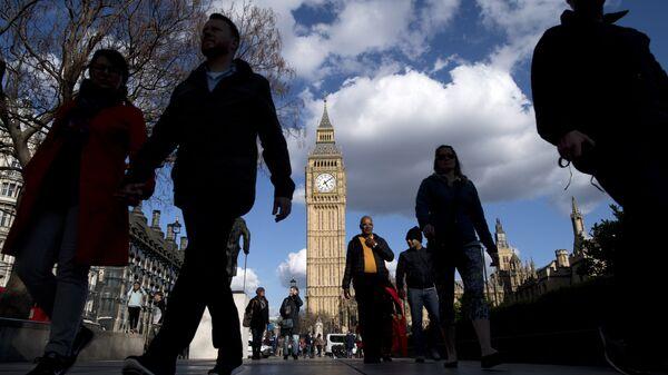 Прохожие в Лондоне. Архивное фото