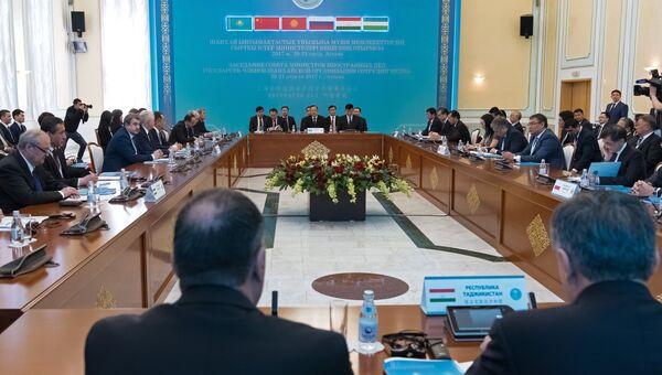 Участники на заседании Совета министров иностранных дел Шанхайской организации сотрудничества в Астане. 21 апреля 2017