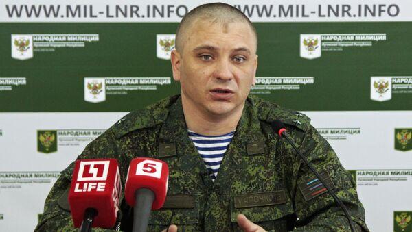 Официальный представитель Народной милиции ЛНР подполковник Андрей Марочко на пресс-конференции в Луганске