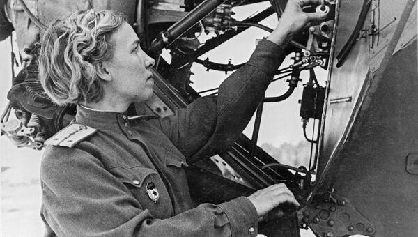 Клавдия Илюшина инженер по спецоборудованию 46-го гвардейского ночного бомбардировочного авиационного полка