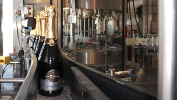 Первое шампанское Массандры на конвейере. Архивное фото