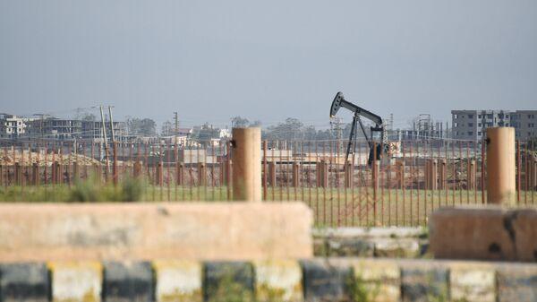 Нефтяная скважина на окраине Дейр-эз-Зора