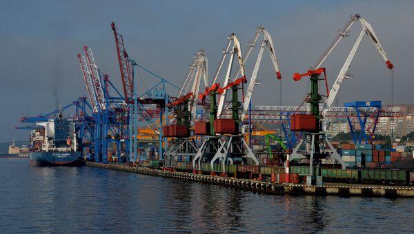 Морской торговый порт во Владивостоке. Архивное фото