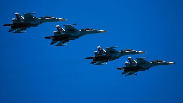 Истребители-бомбардировщики Су-34. Архивное фото