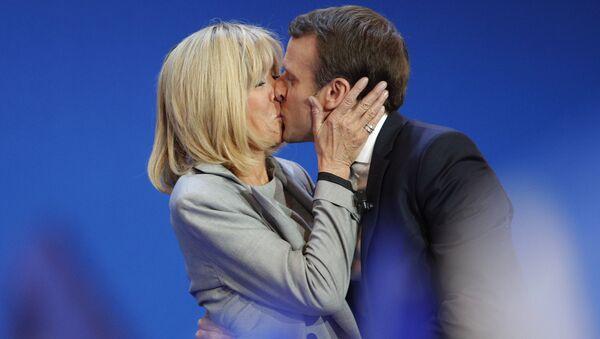 Президент Франции Эммануэль Макрон с супругой Брижит Макрон
