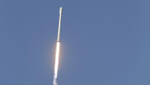 Старт ракеты Falcon 9. Архивное фото