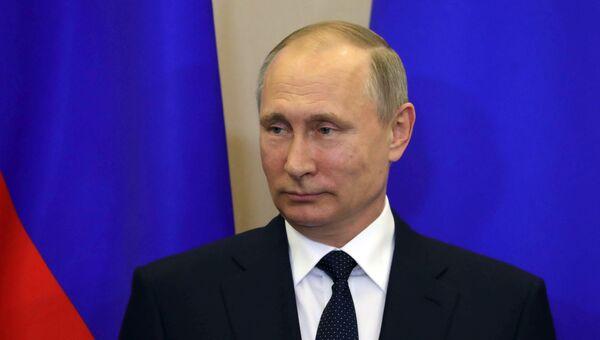 Президент РФ Владимир Путин во время совместной с председателем Совета министров Италии Паоло Джентилони пресс-конференции по итогам встречи в Сочи. 17 мая 2017