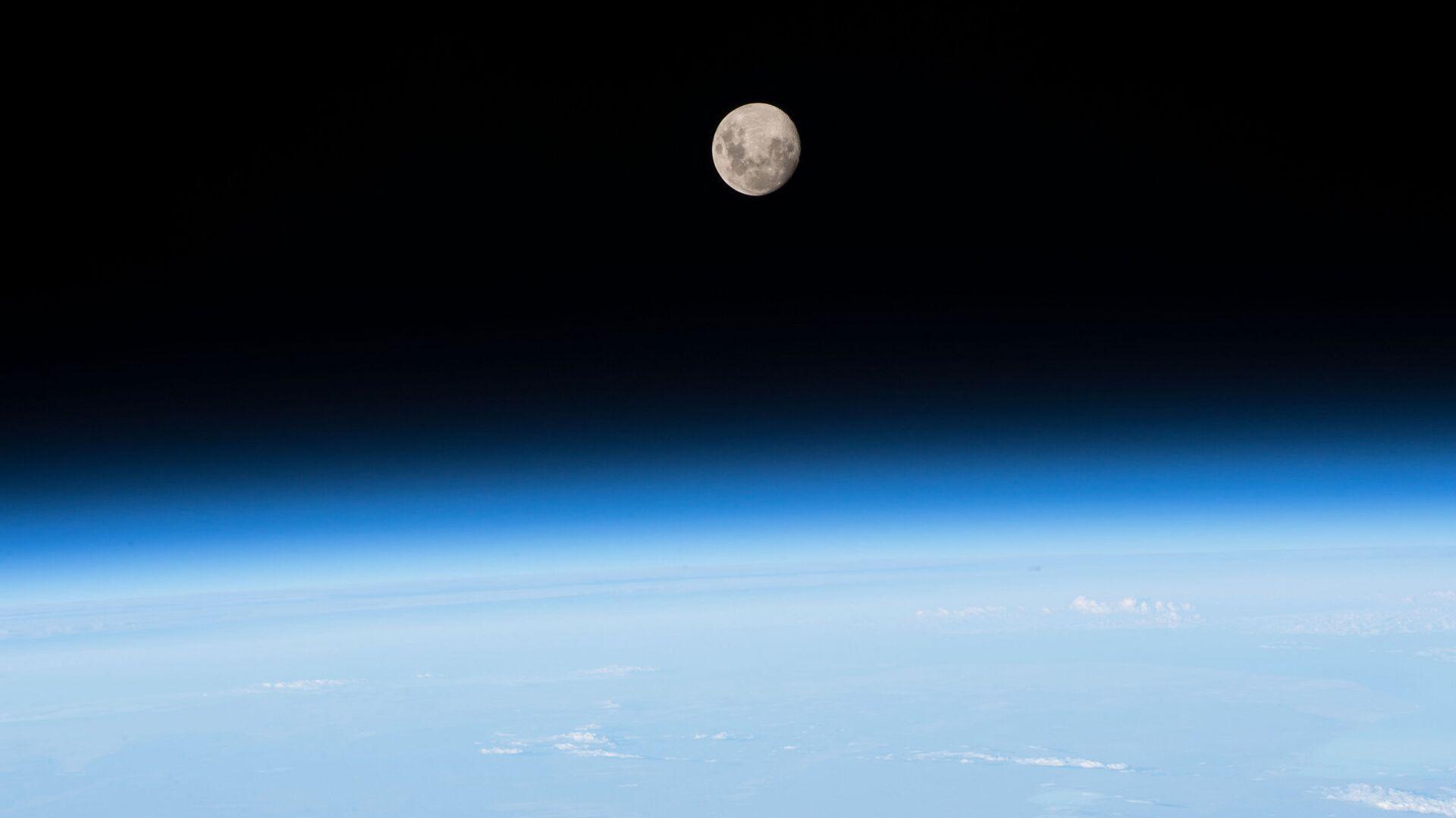 Снимок Луны снятый с МКС  - РИА Новости, 1920, 19.05.2021