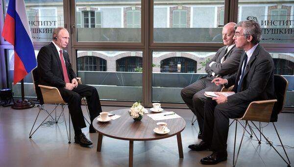 Президент РФ Владимир Путин дает интервью журналистам французского издания Фигаро (Le Figaro). 29 мая 2017