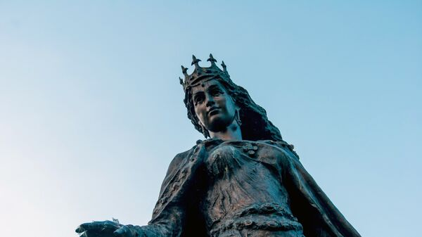 Памятник Анне Ярославне в Сенлисе, Франция