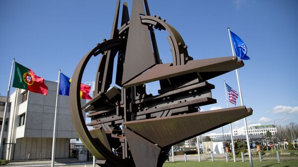 Возле штаб-квартиры НАТО в Брюсселе. Архивное фото