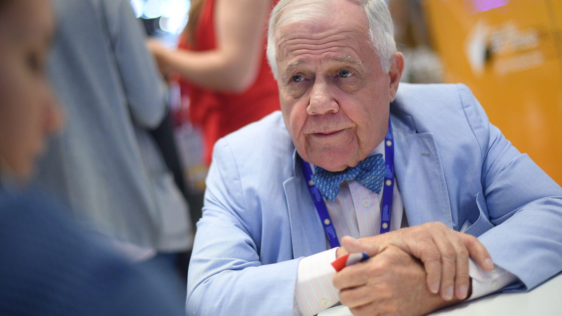 Председатель Beeland Interests Inc. Джим Роджерс на Санкт-Петербургском международном экономическом форуме 2017 - РИА Новости, 1920, 30.10.2020