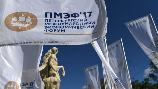 Баннер с символикой Санкт-Петербургского международного экономического форума 2017.