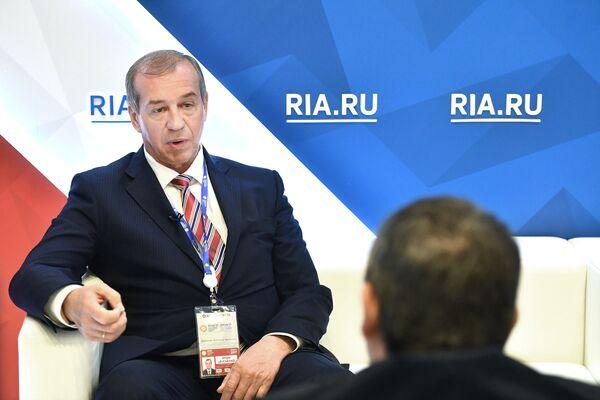 Губернатор Иркутской области Сергей Левченко во время интервью РИА Новости на Санкт-Петербургском международном экономическом форуме 2017