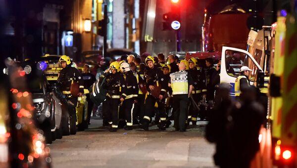 Экстренные службы на месте происшествия на Лондонском мосту. 3 июня 2017 //