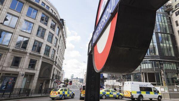 Полицейский кордон на северной стороне Лондонского моста после теракта в ночь на 4 июня