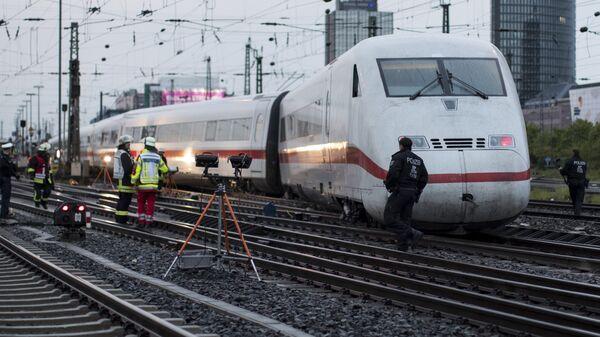 Скоростной междугородний поезд, сошедший с рельсов под Дортмундом, Германия. 1 мая 2017