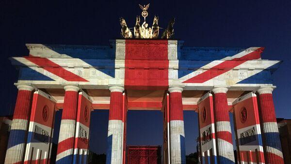 Бранденбургские ворота в Берлине подсветили в цвета британского флага