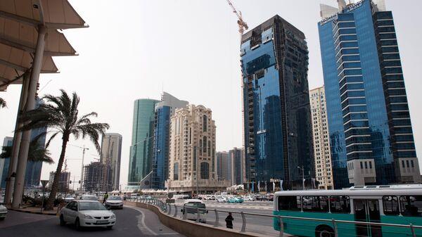 Новостройки на одной из центральных улиц столицы Катара Дохи. Архивное фото