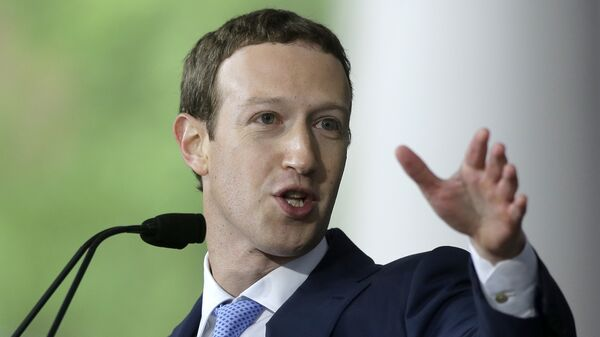Основатель Facebook Марк Цукерберг во время выступления в Гарварде. Май 2017