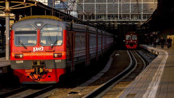 Электричка на платформе Киевского вокзала
