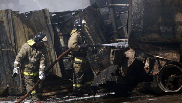 Сгоревший склад с горюче-смазочными материалами в Ярославле. 9 июня 2017