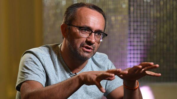 Режиссёр Андрей Звягинцев во время интервью на 28-м Открытом Российском кинофестивале Кинотавр в Сочи