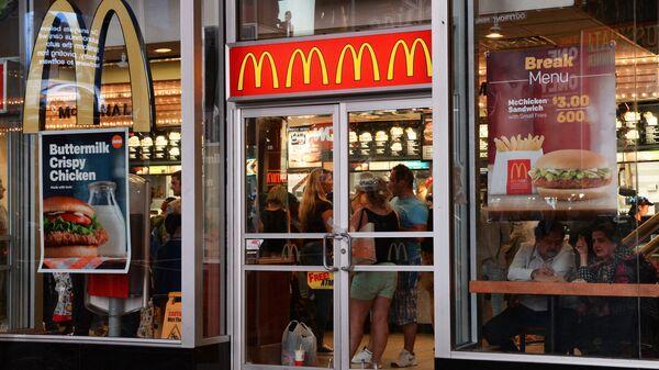 Ресторан быстрого питания Макдоналдс в Нью-Йорке