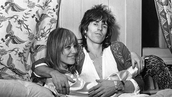 Гитарист Rolling Stones Кит Ричардс и его спутница Анита Палленберг в Лондоне. 8 декабря 1969