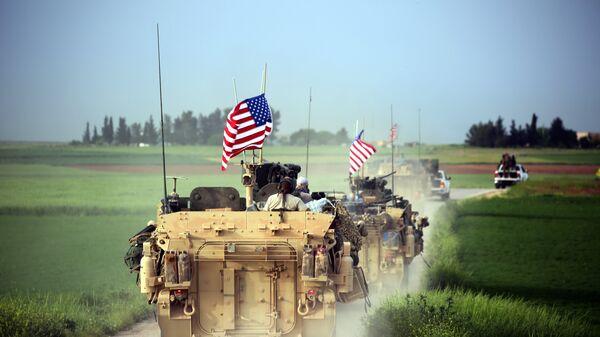 Военные США занимают позиции возле деревни Дарбасия, Сирия