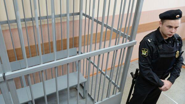 Клетка для обвиняемых в зале Судогодского районного суда Владимирской области