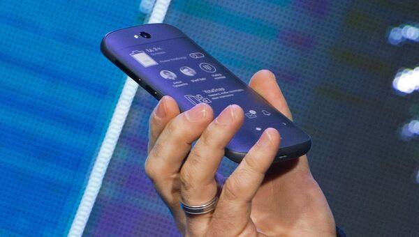 Презентация смартфона YotaPhone 2 в России. Архивное фото