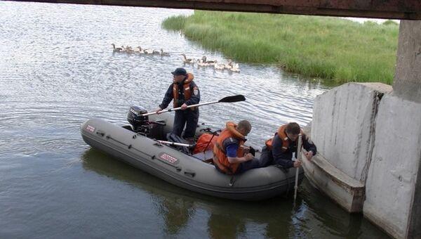 Сотрудники МЧС во время поисков потерявшегося мальчика в Каслинском районе