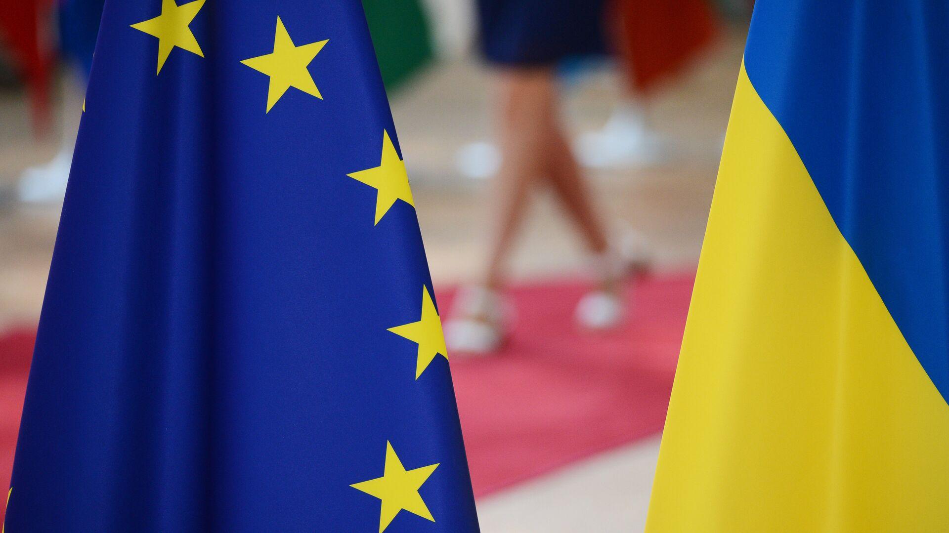 Флаги Украины и Европейского Союза - РИА Новости, 1920, 25.09.2020