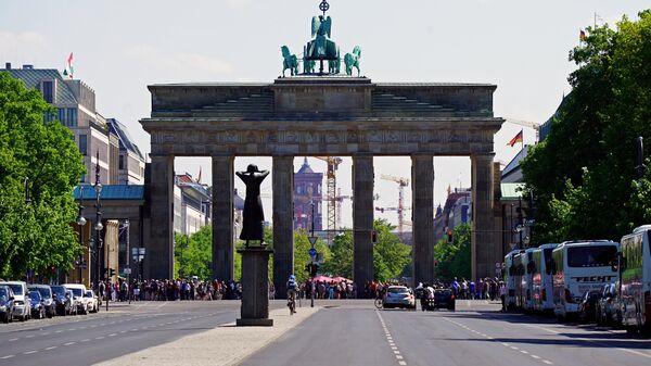 Вид на Бранденбургские ворота в Берлине. Архивное фото