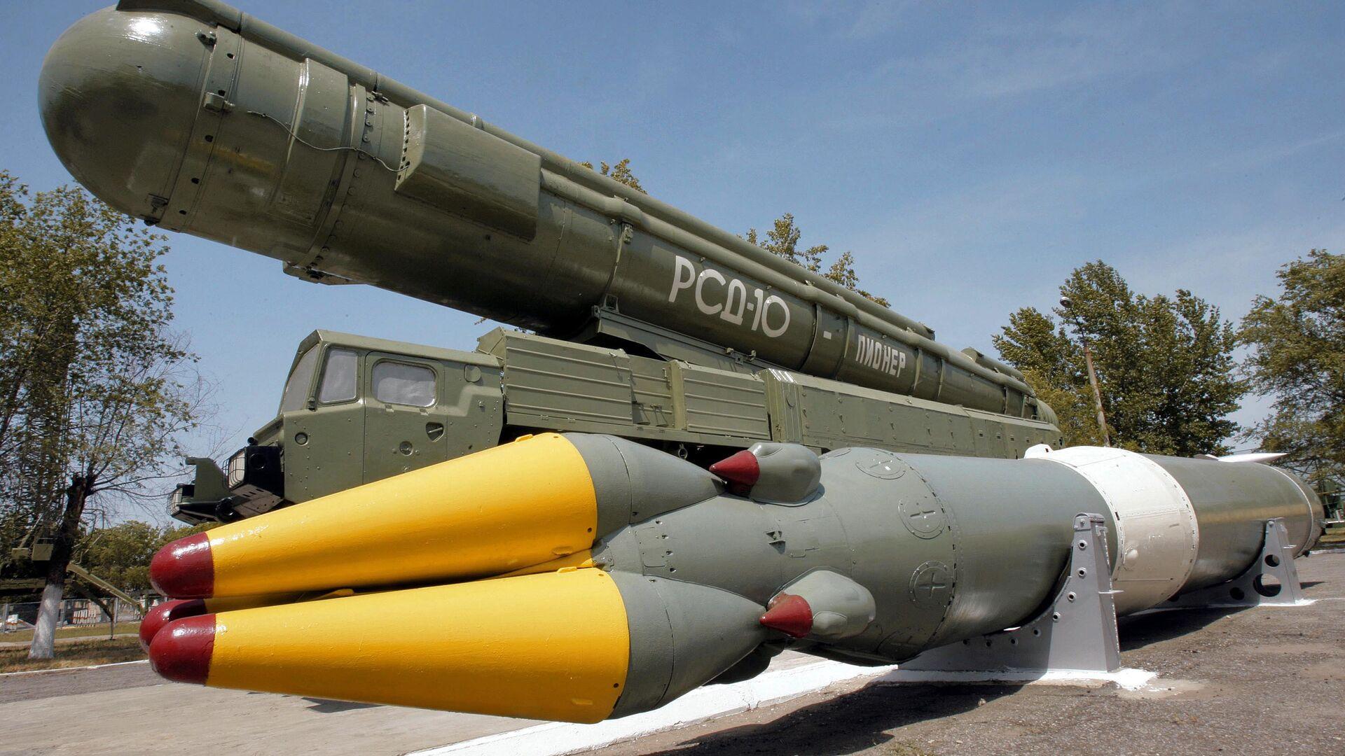 Ракетный комплекс средней дальности РСД-10 в музее на полигоне Капустин Яр - РИА Новости, 1920, 26.10.2020