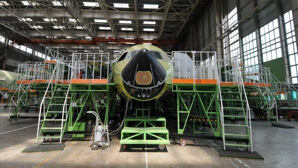 Самолет Ан-148 в цехе сборки Воронежского акционерного самолетостроительного общества