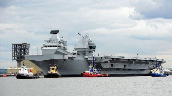 Авианосец Королева Елизавета на востоке Шотландии перед началом морских испытаний