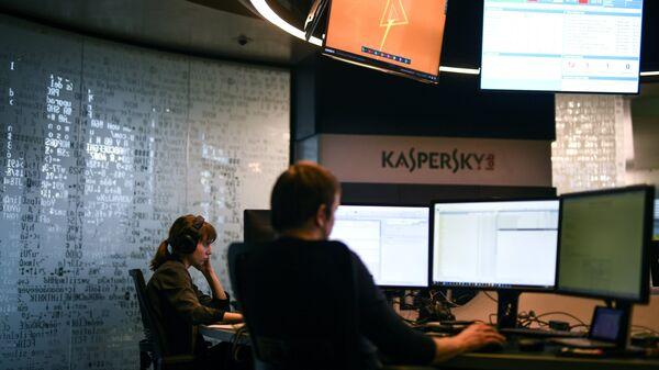 Сотрудники во время работы в компании Лаборатория Касперского в Москве
