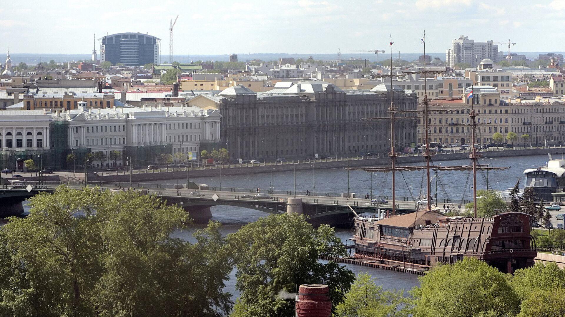Вид на Биржевой мост с колокольни Петропавловской крепости - РИА Новости, 1920, 19.07.2021