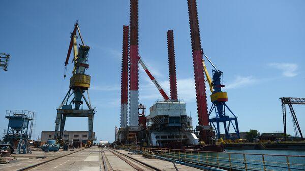 На судостроительном заводе Залив в Керчи