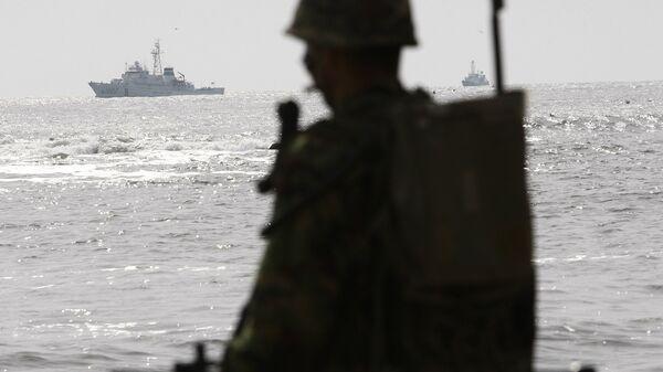 Южнокорейский корабль береговой охраны и морской патруль военно-морского флота